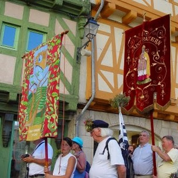 Restaurer une bannière de procession