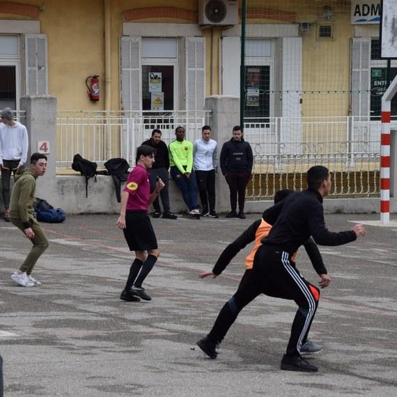 Aider les jeunes à lutter contre le décrochage scolaire suite à l'épidémie de Coronavirus
